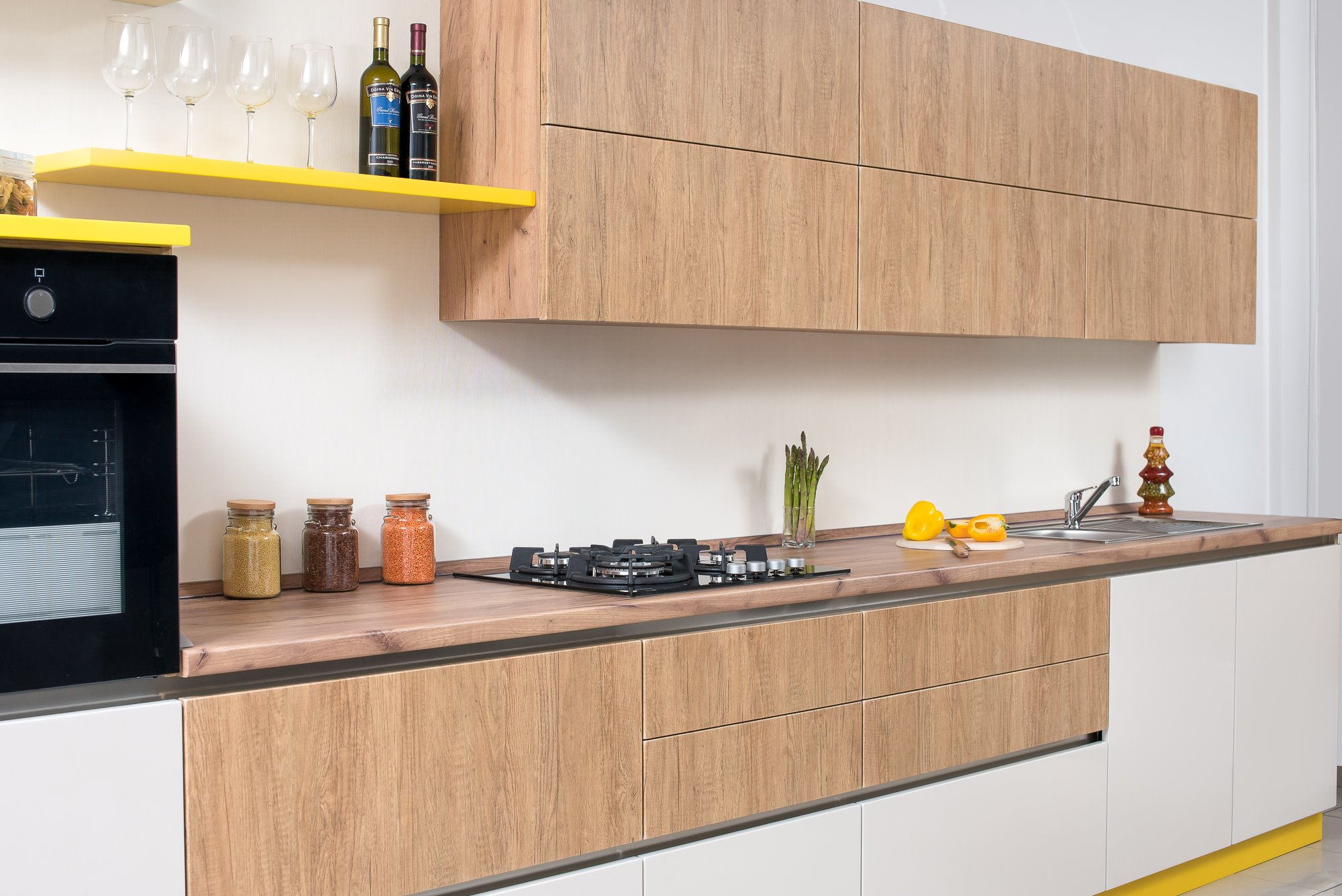 Glossy facades in the kitchen than to wash the glossy facades in the kitchen from fat